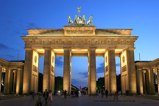1024px-Brandenburger_Tor_abends